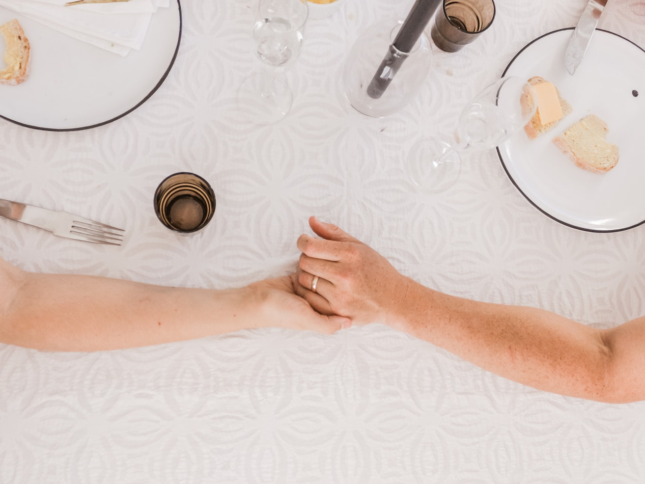 ideas for a romantic dinner at home