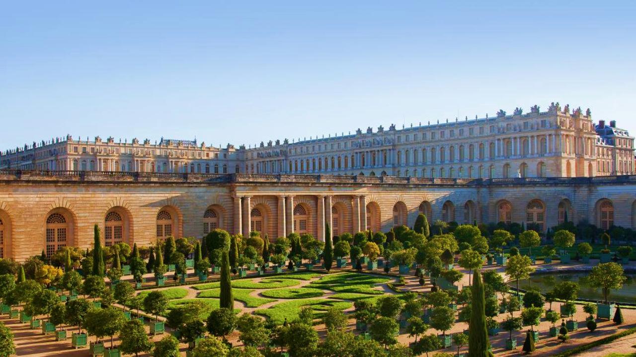 Versailles lavish buildings