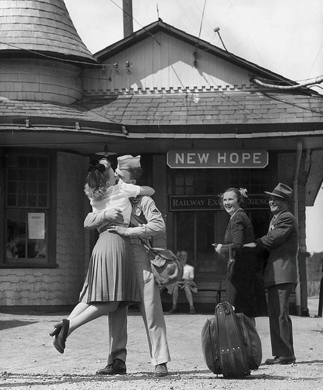 war photos couple new hope