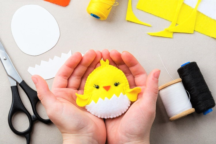 diy easter felt chick decoration