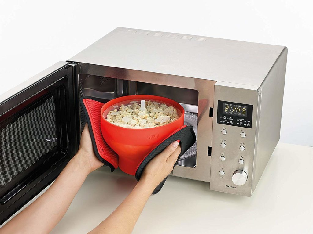 making popcorn in a microwave popper