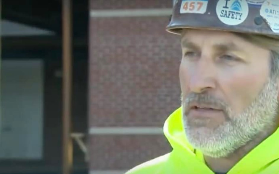 Ironworker Sees Sign In Window And The Message Touches His Heart