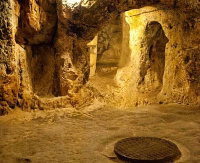 a cave hides an enormous lost city