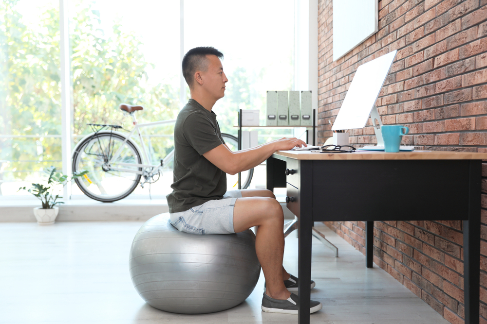 reasons why you should use an exercise ball in office desk at home