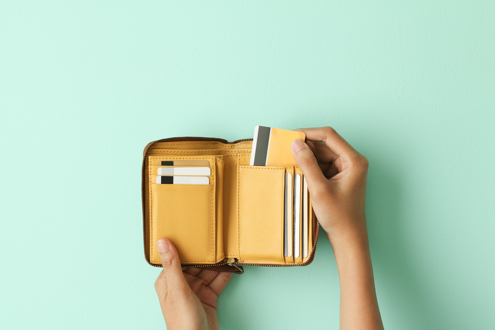 What Is an RFID-Blocking Wallet and Why You Should Use It for Your Next Trip