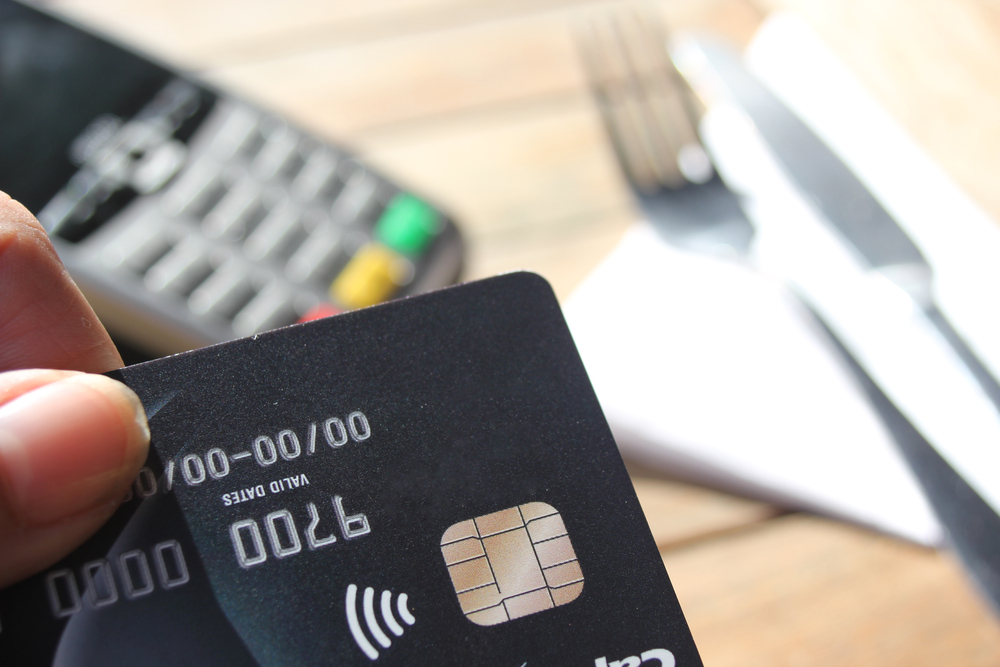 what is an rfid blocking wallet credit card