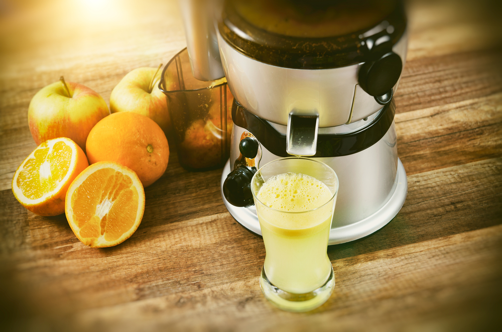 juicing fresh orange juice