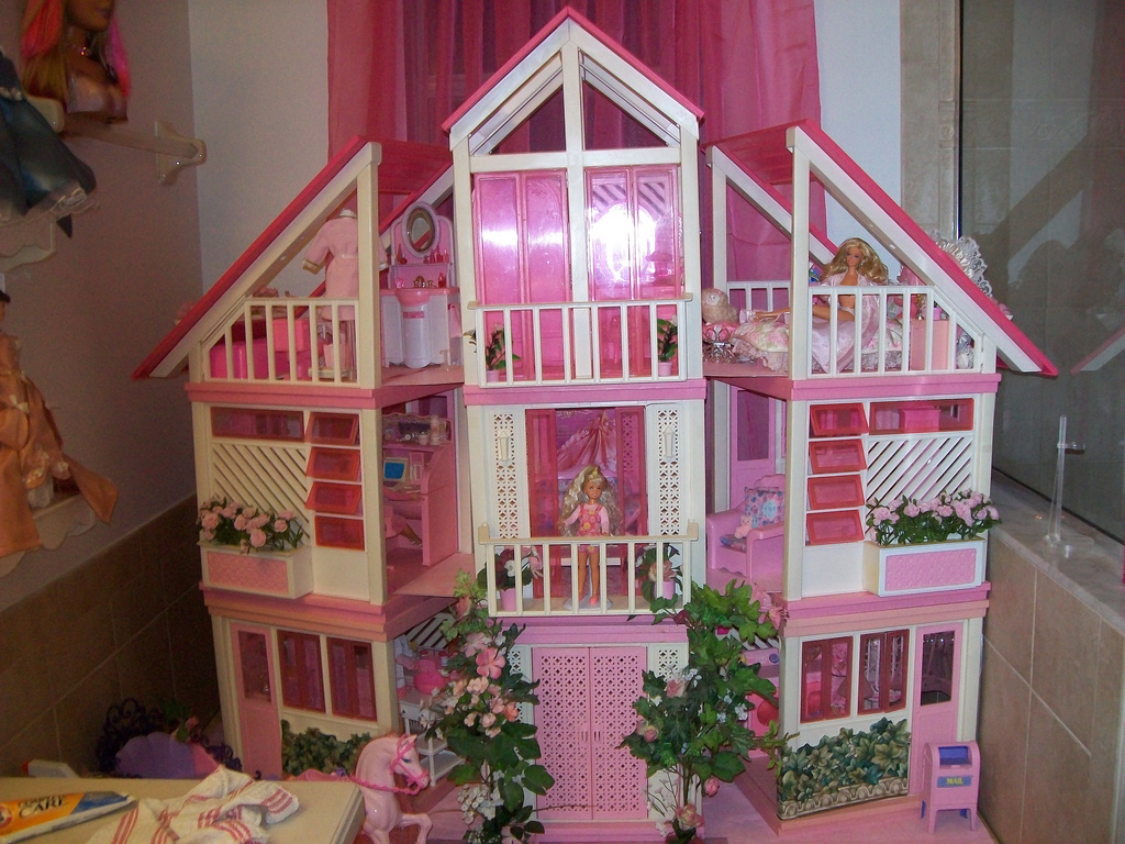 This was Barbie's house in 1962. What is it called?