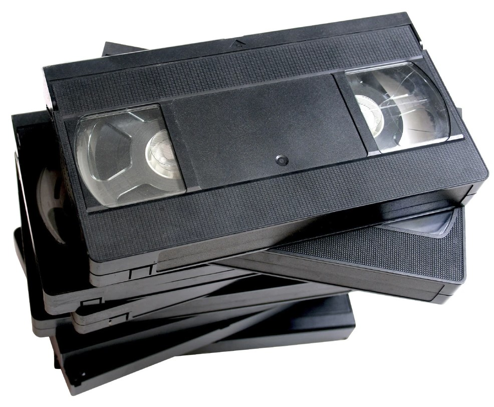 This was the main method of renting out films, which started in the 70s and ended in the 90s.  Which format is presented?