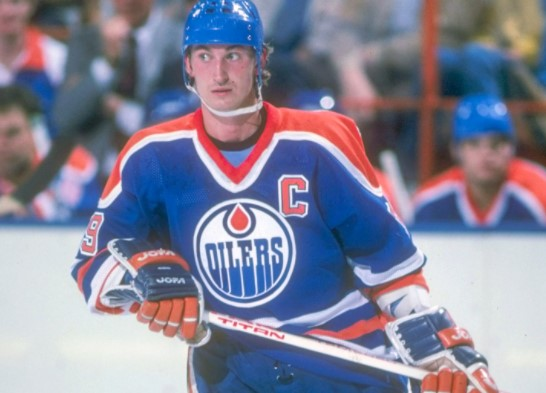 Which hockey icon announced his retirement in 1999?