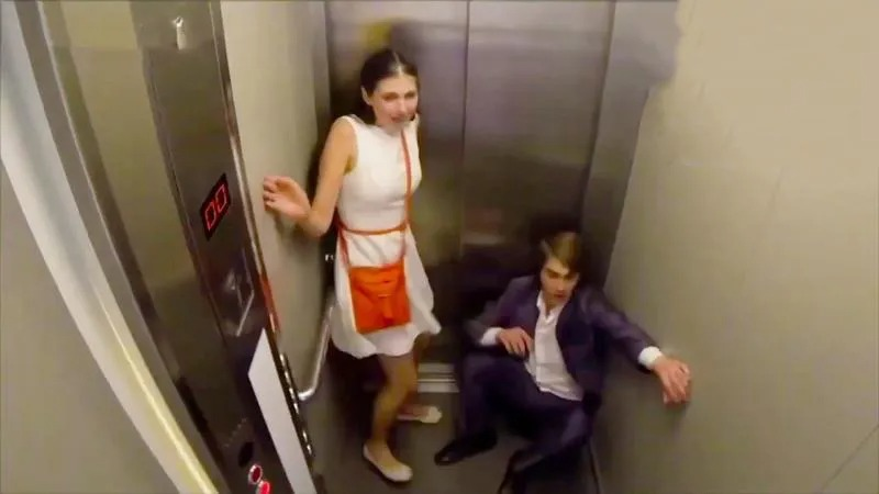 The Weirdest Things In The World Are Can Be Seen Through The Elevator's CCTV