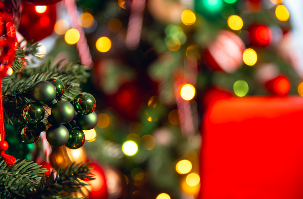 Which is the most popular ornament used to place at the top of the Christmas tree?