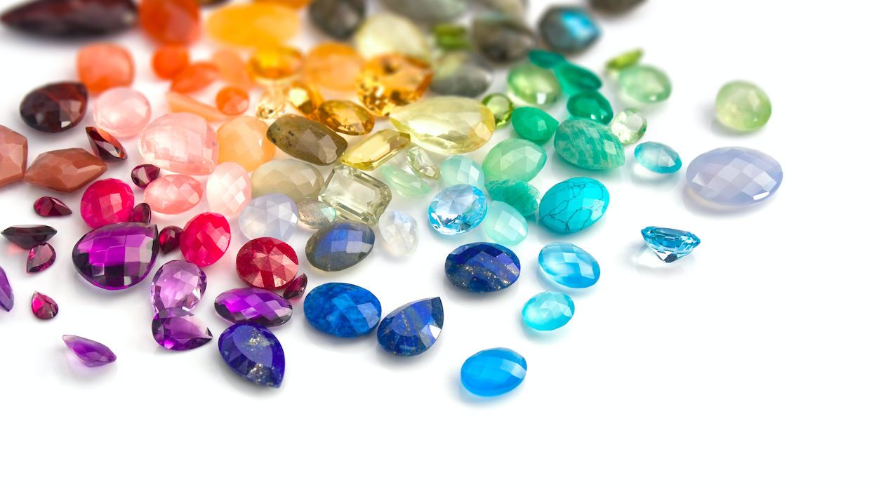 What is the traditional birthstone for August?